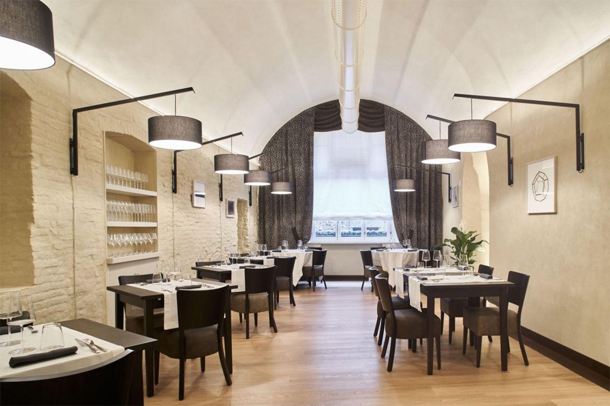 Réalisation éclairage MODOLUCE restaurant