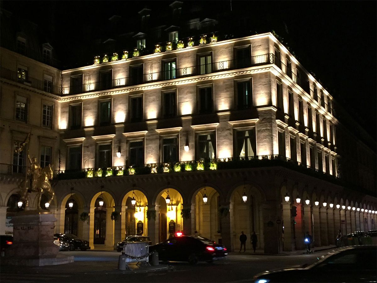 Réalisation éclairage SIDE LIGHTING devanture hôtel