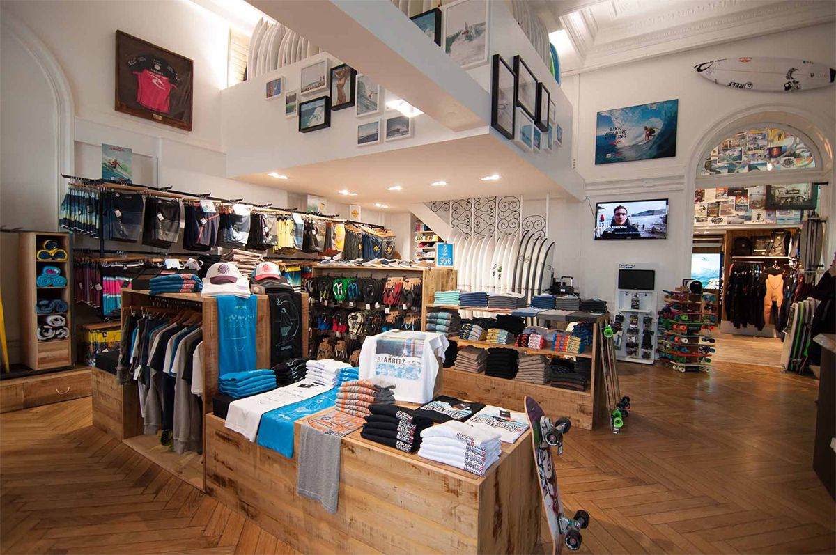 Eclairage HOLIGHT magasin RIP CURL à Biarritz